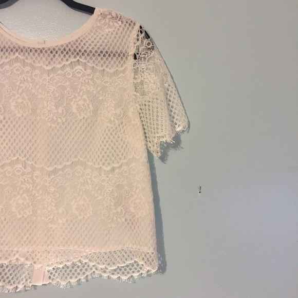 Boxy lace top Worn once. Great condition Forever 21 Tops