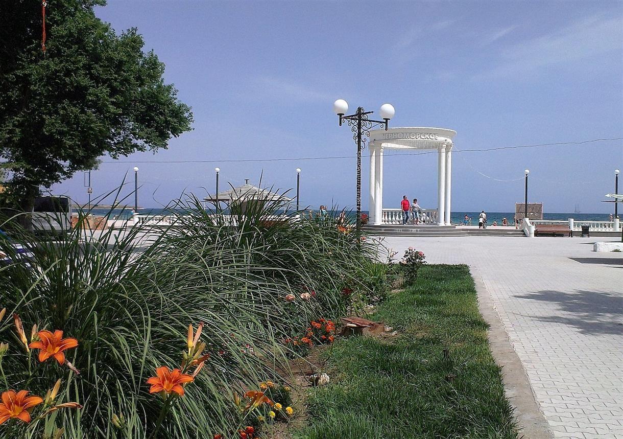 На набережной Черноморского.