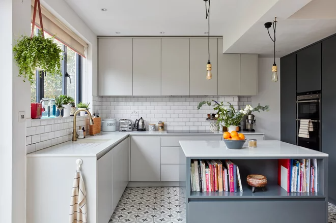 My Houzz Ingenious Space Planning Updates A London Family Home In 2020 Kitchen Kitchen Cabinets Home