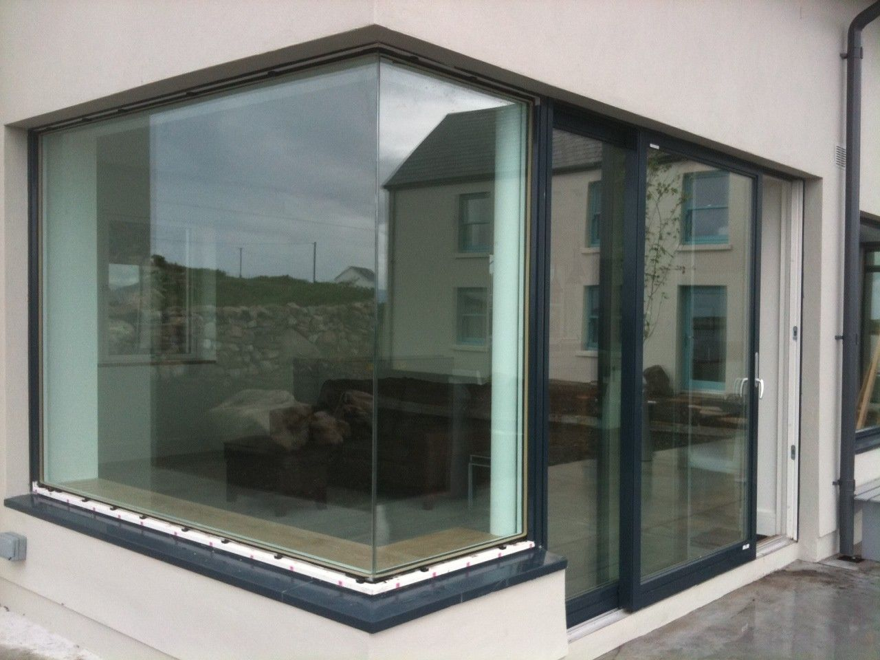 Glass floating corner double glazed google search for Double glazed window units