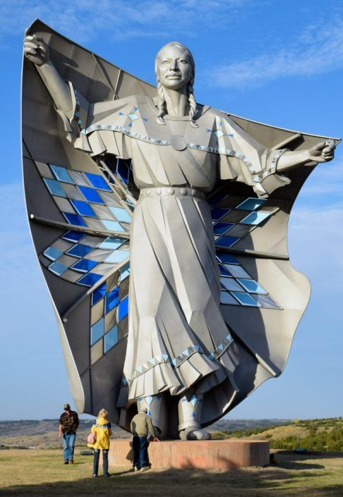 Dignity sculptor Dale Lamphere Chamberlain SD  Sculpture in 2019  South Dakota Famous