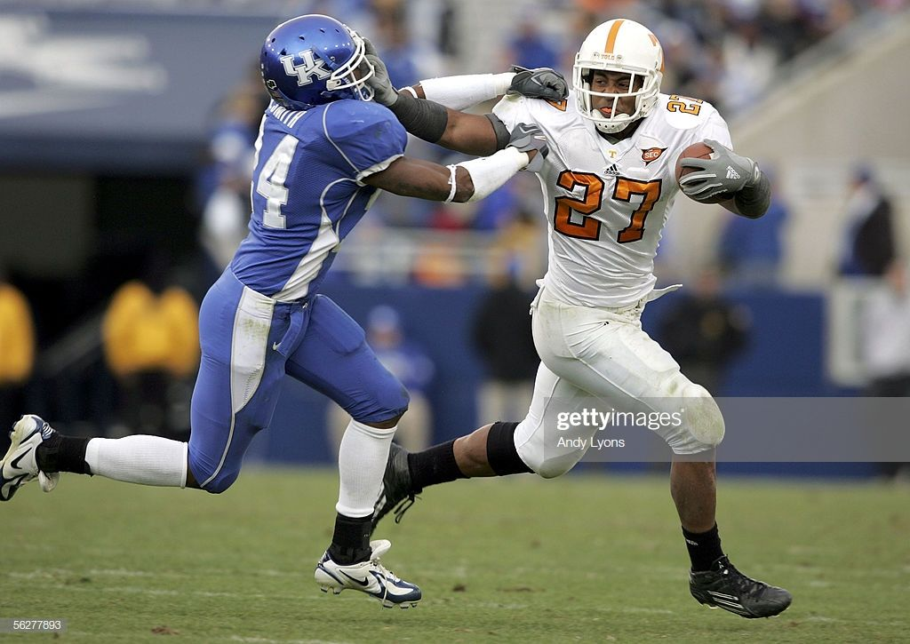Arian foster of the tennessee volunteers runs with the