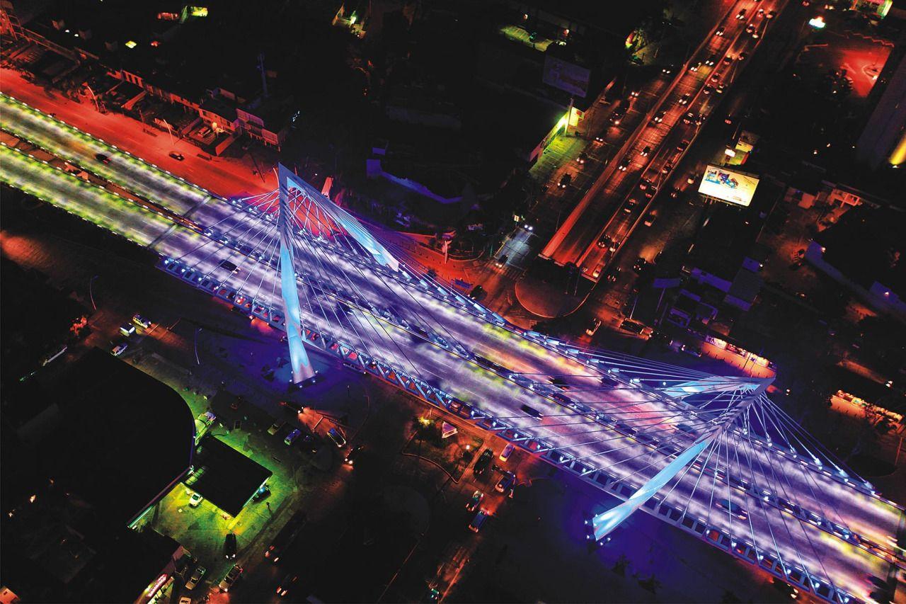Vista nocturna Puente Matute Remus.  Diseño Arq. Álvaro Morales y Arq. Miguel Echauri.  www.echaurimorales.com