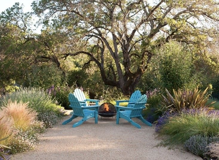 Low Cost Luxury 9 Ways To Use Decomposed Granite In A Landscape Gardenista Decomposed Granite Patio Fire Pit Backyard Backyard Fire