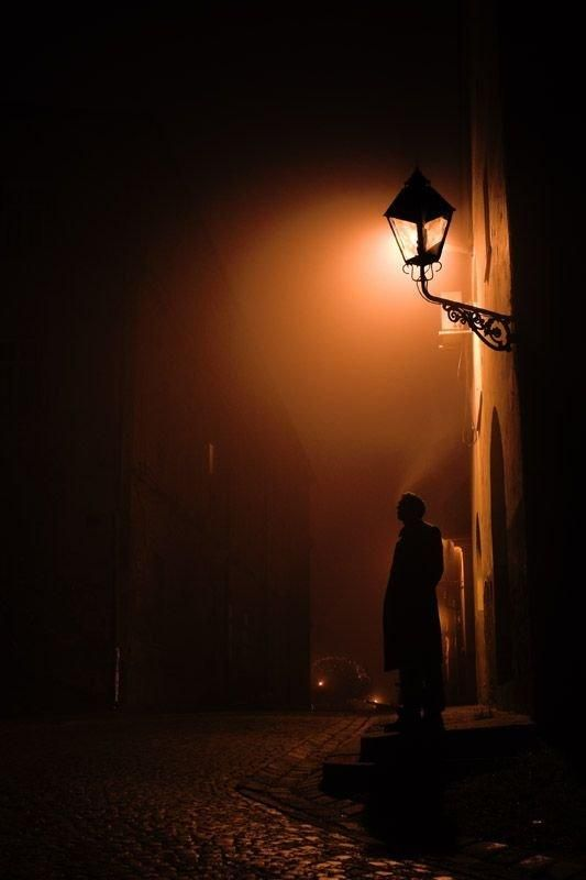 Waiting in the lamplight.