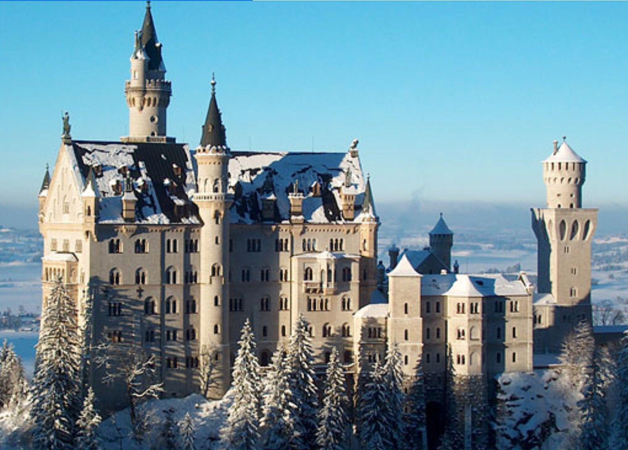 Das Schloss Neuschwanstein Im Winter Bayern Deutschland Neuschwanstein Castle Beautiful Castles Castle