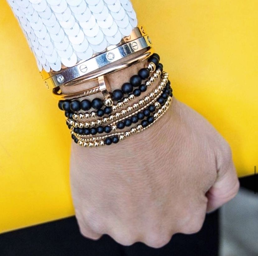 A little bit of Tiffany, a little bit of Cartier, but a whole lot of Arm Candy Mtl for today's look. 💛  💎