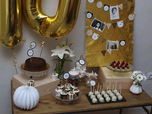 Mesa dulce en dorado para un 70 cumplea os con papeler a - Ideas para celebrar mi cumpleanos ...