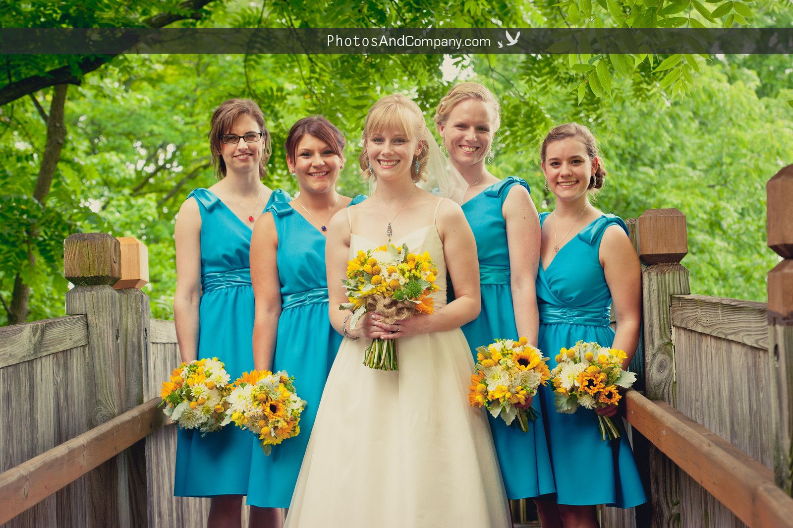 Summer #wedding! Gorgeous yellow & orange #bouquets !