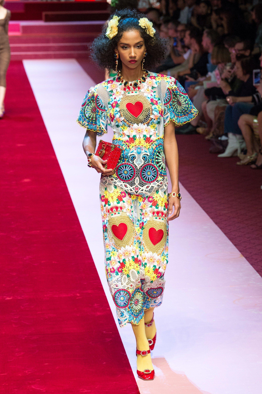c15463fdb4cc99 Collection Dolce   Gabbana Printemps 2018 Prêt-à-porter Photos - Vogue