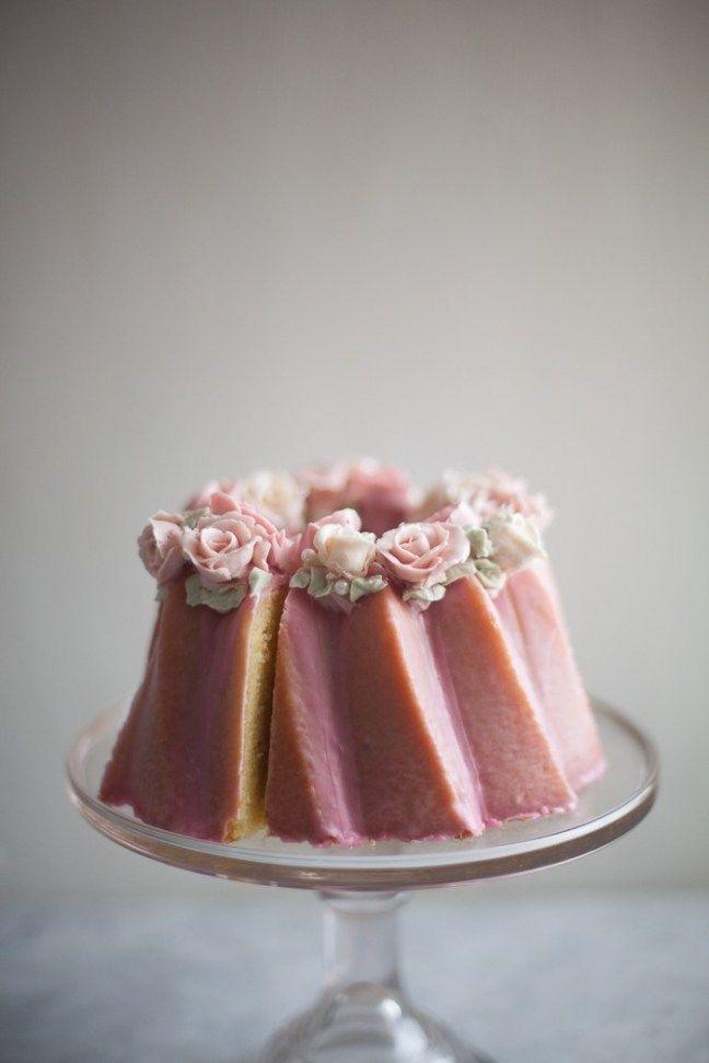 Avec M | Cake decorating with fondant, Almond cakes, Desserts