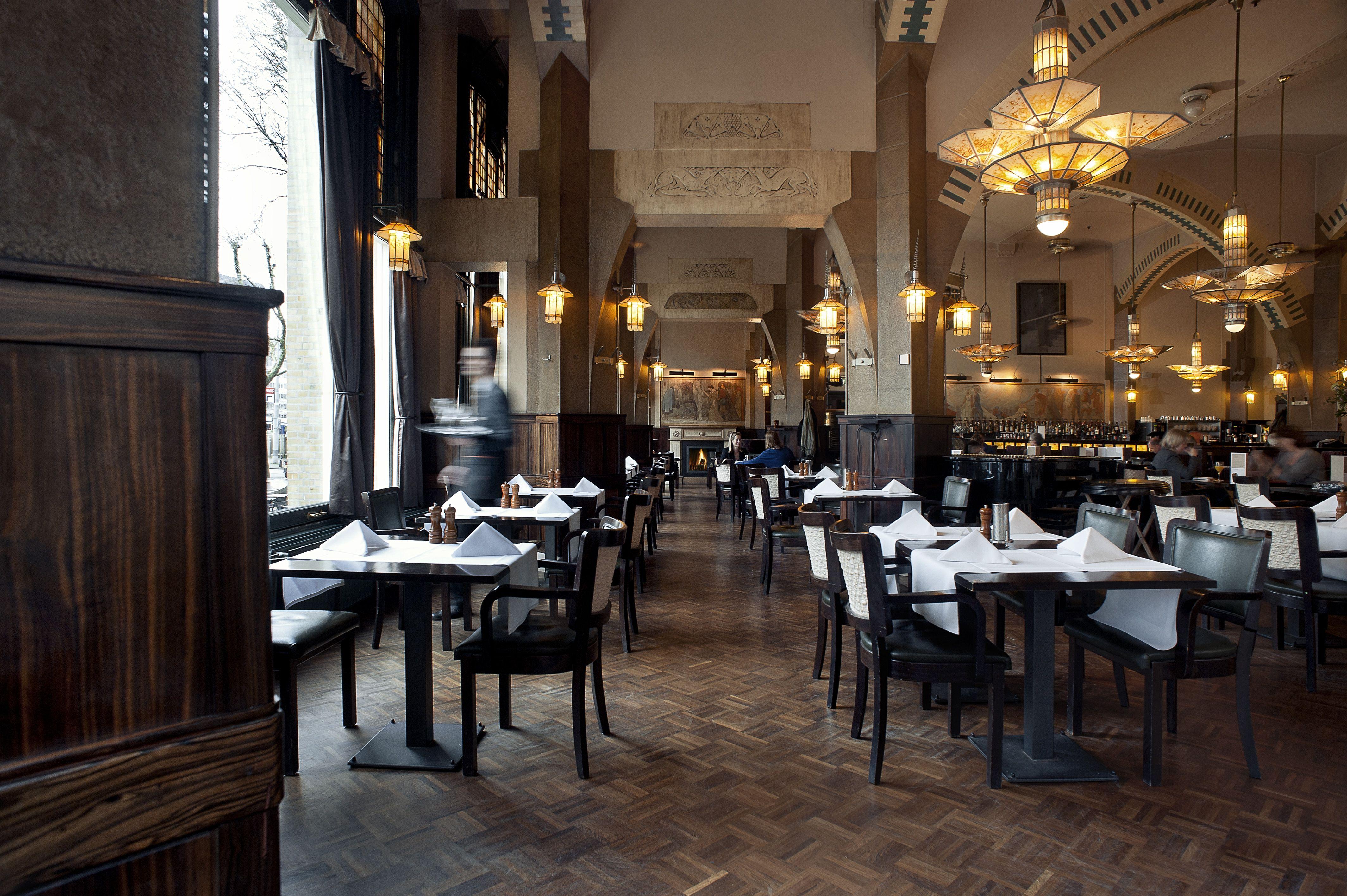 Art Deco Stijl : Art deco stijl in café americain bij hampshire hotel amsterdam