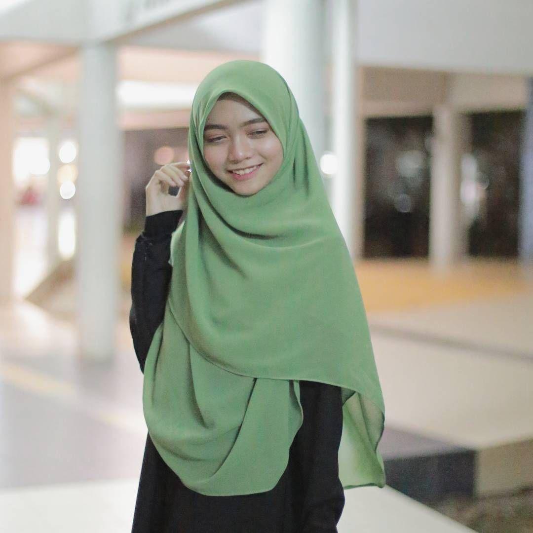 Warna Hijau Pandan Ni Memang Ayu Dan Sweet Atau Nama Lainnya Hijau Pucuk Pisang Ada Peminat Warna Ni Fashion How To Wear Hijab