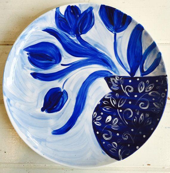 Hand painted  Flowers on Plate/ Blue and White por ZanaLokmerDesign