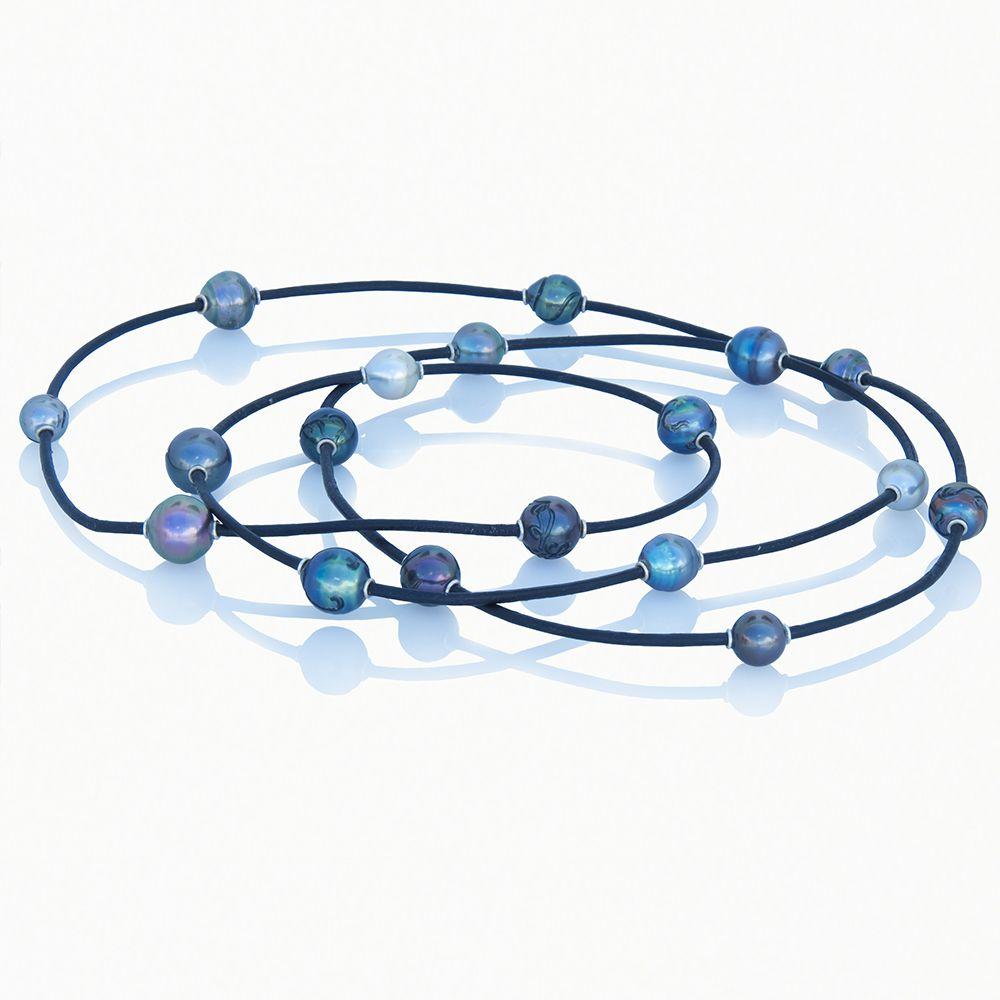 Sautoir de 18 perles de Tahiti et d'argent 925 Kara plus d'infos sur : http://www.desagneaux-createur.com/fr/creations/sautoir-de-18-perles-de-tahiti-nebuleuse/