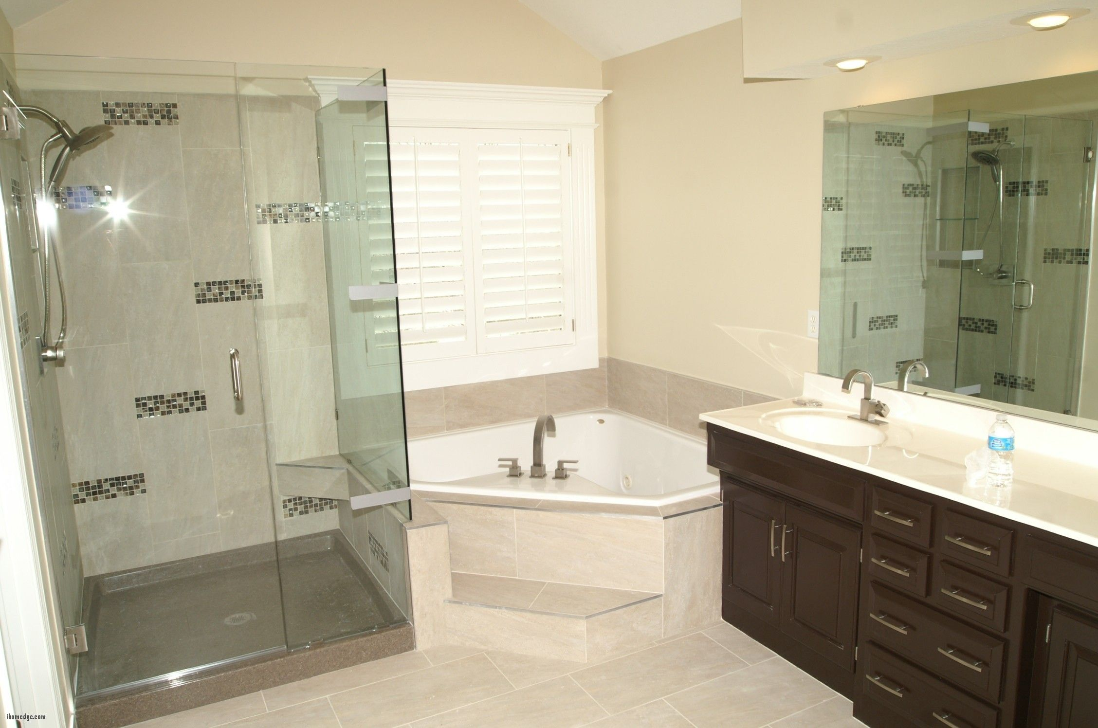 awesome Lovely Jacuzzi Tub Shower Combo , Small Corner Bathtubs ...