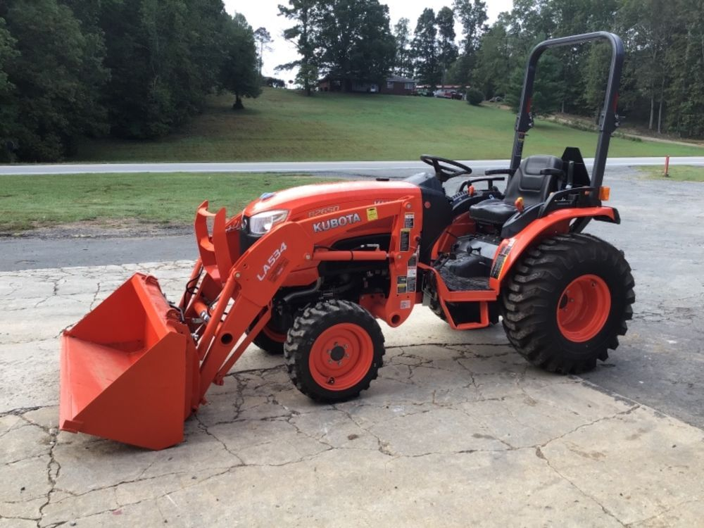 ONLY 7 HOURS) 2014 Kubota B2650 4x4 Front End Loader Tractor