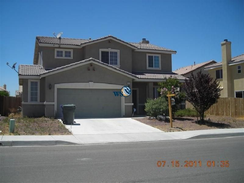 Rent Lease Clean Two Story House With Over 2100 Sq Ft Living Area Victorville House Two Story Homes Living Area