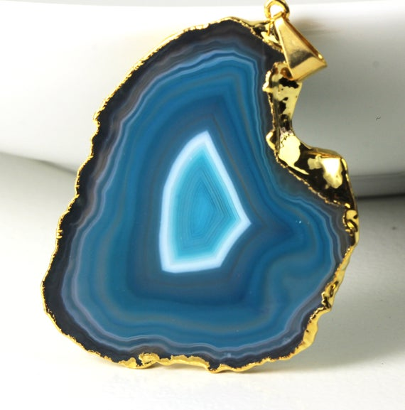Grid 16 Natural Gold Plated Agate Geode Slice Pendant