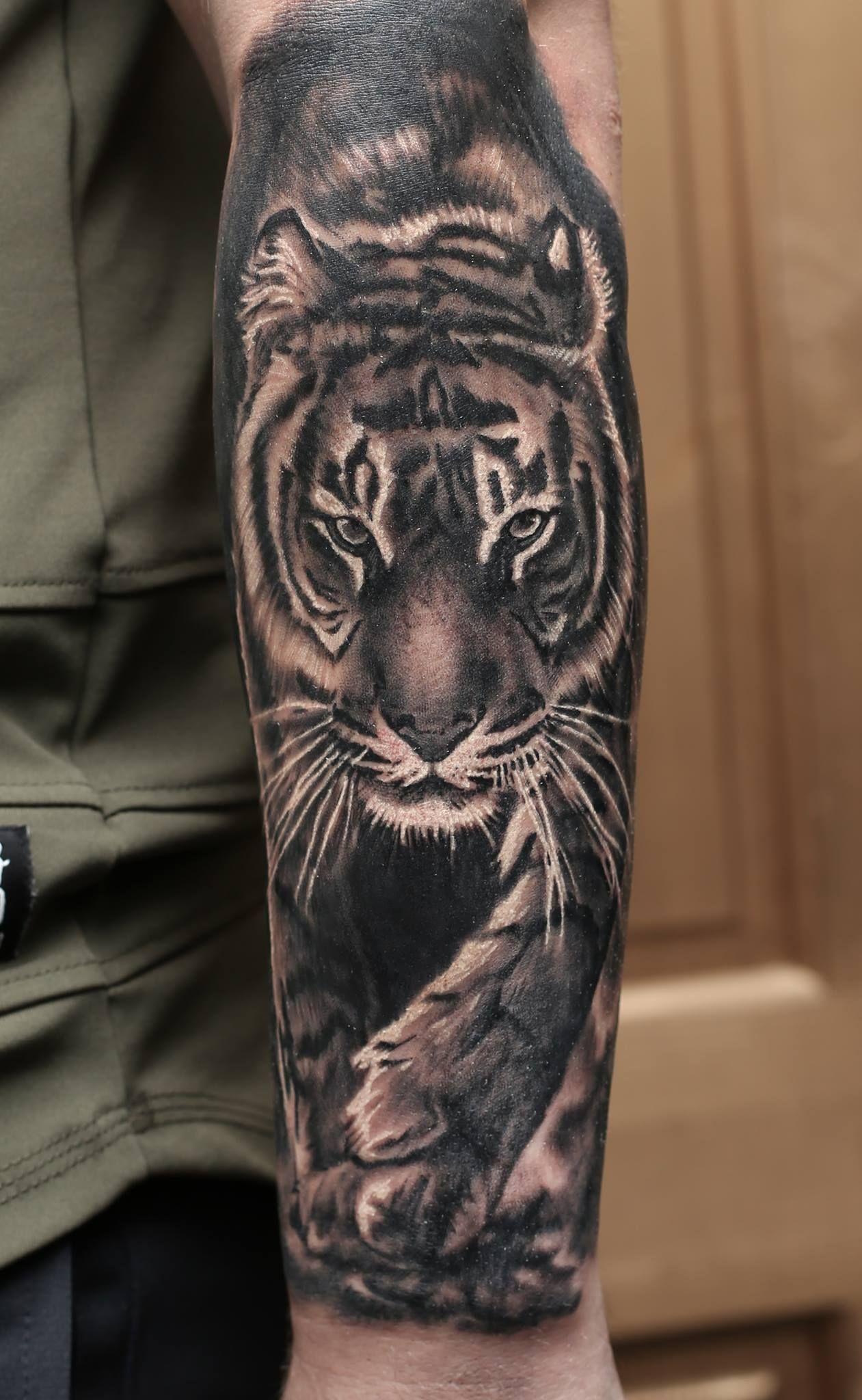 Tiger Tattoo Artist Mindy Www Holytrinitytattoos Co Uk Holytrinitytattoos Gmail Com Send Us A Message Tattoo Studio Salvation Tattoo Trinity Tattoo