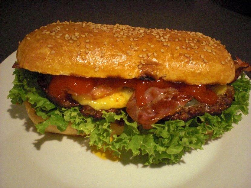 Long-Chili-Cheese-Bacon-Burger