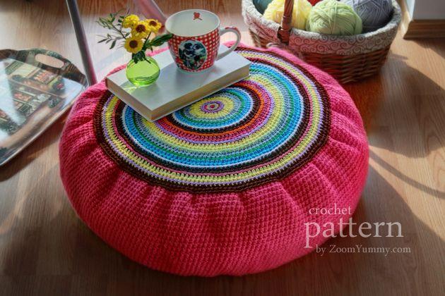 crochet patrón de colorido cojín en el suelo