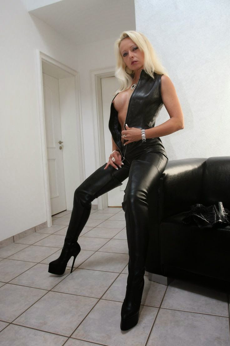 stiefelsex sex in latex