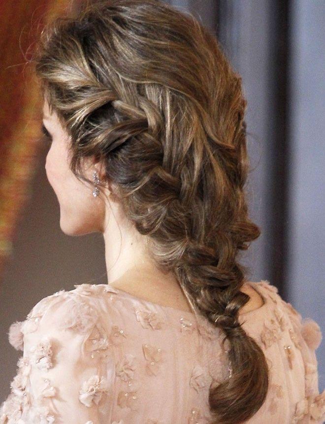 Princesa Letizia http://www.marie-claire.es/belleza/peinados/fotos/ideas-para-peinarte-con-trenza-en-una-boda/princesa-letizia