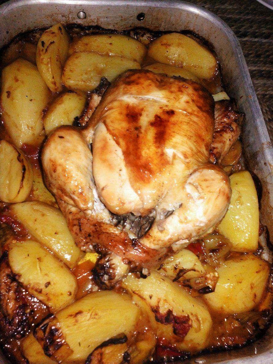 Poulet Roti Au Four Pomme De Terre Poulet Roti Et Ses Pommes De Terre Plaisirs Culinaires Algerien Recettes De Cuisine Poulet Roti Poulet Roti Et Pommes De Terre