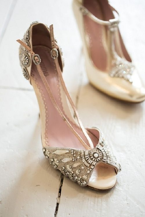 Pin By Louise Crane On Gatsby Love Story And Wedding Vintage Shoes Trending Shoes Heels