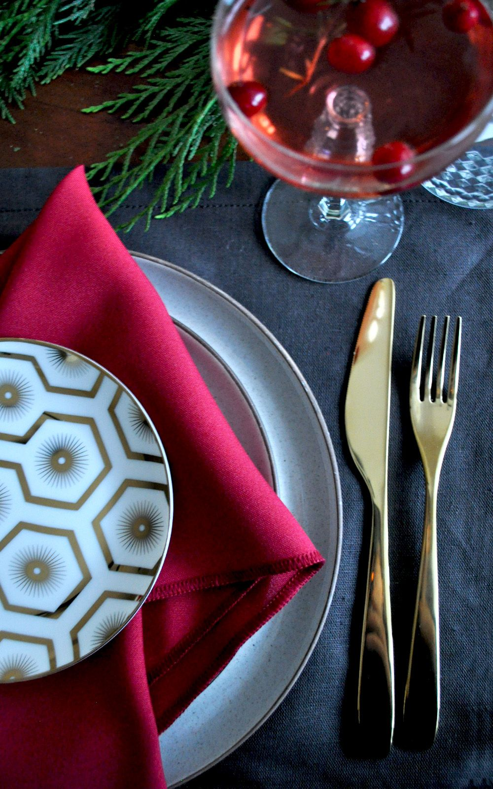 The Holiday Table Setting in 20 Minutes · A Plentiful Life