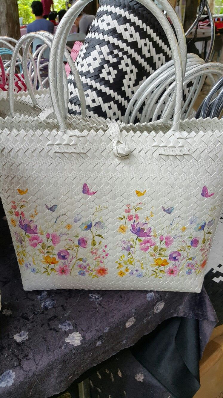 Weaving bag with decoupage Bags made by Penan