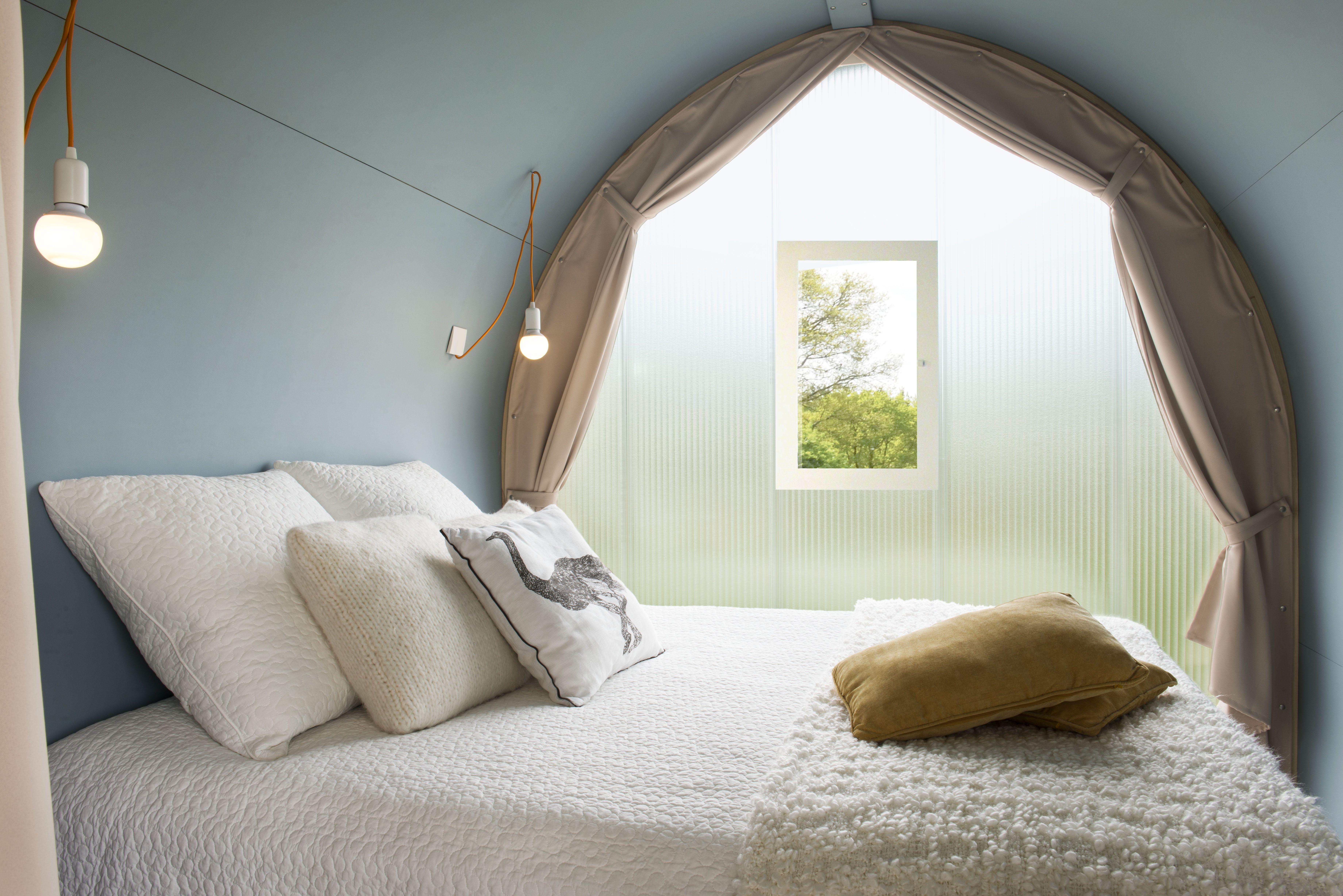 Chambre lit double 140x190 dans la location Coco du