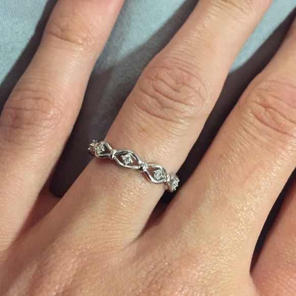 STACKABLE RING (A6) **BRAND NEW** Solid 925 Sterling Silver STACKABLE Ring with Cubic Zirconia! {Will NOT turn your finger green} ! {BUNDLING WILL SAVE YOU SHIPPING COSTS!} Jewelry Rings