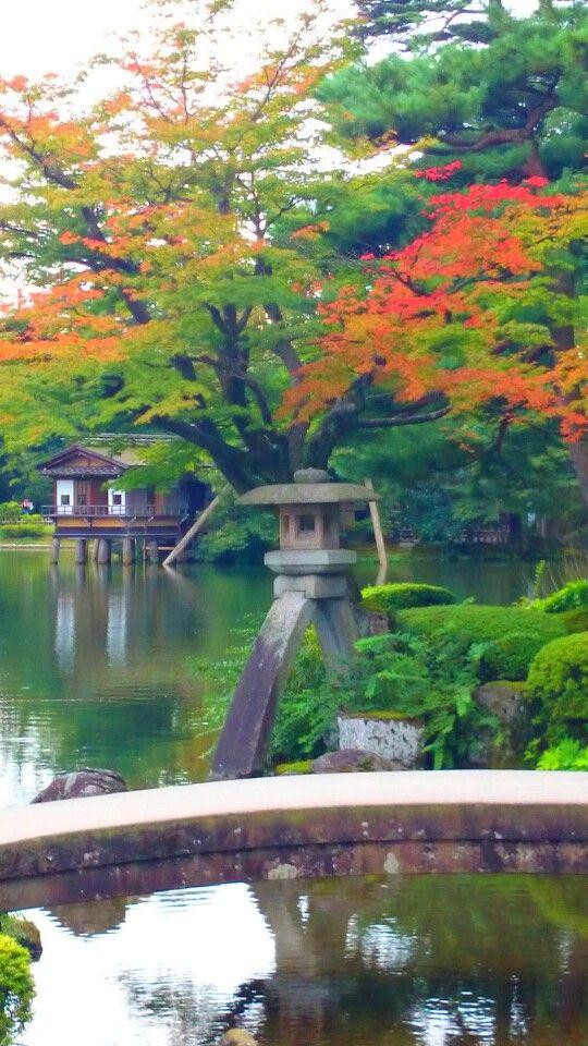 Foliage begun to turn red at the Kenroku Garden, Kanazawa,Japan