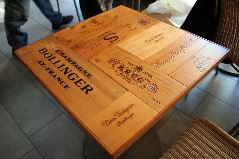 Piani costruiti con scatole vini arredamento nel wine