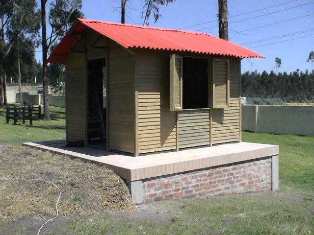 Kiosco de madera 2 aguas buscar con google kiosko for Disenos de kioscos de madera