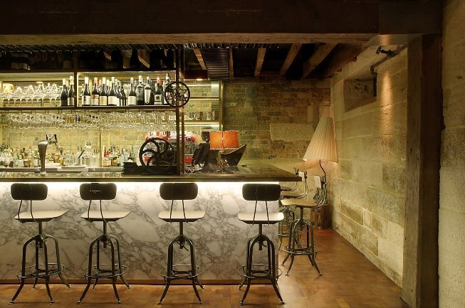 Ordinaire Arabescato Marble Bar