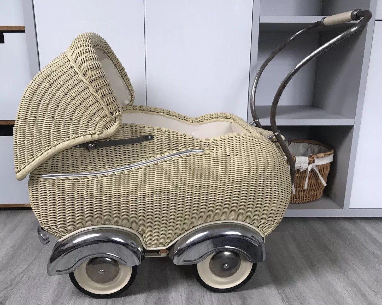Sehr Schoner Alter Korb Puppenwagen 50er Jahre Mit Matratze Und Garnitur Ebay Puppenwagen Alte Korbe Puppen Kinderwagen