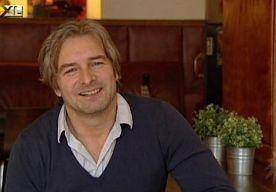 7-Dec-2013 10:44 - VICTOR REINIER WEER VADER GEWORDEN. Beschuit met roze muisjes in huize Reinier. Victor Reinier en zijn vriendin Aimée zijn gisteren de trotse ouders geworden van een dochter. Dat bevestigt de acteur aan RTL Boulevard.