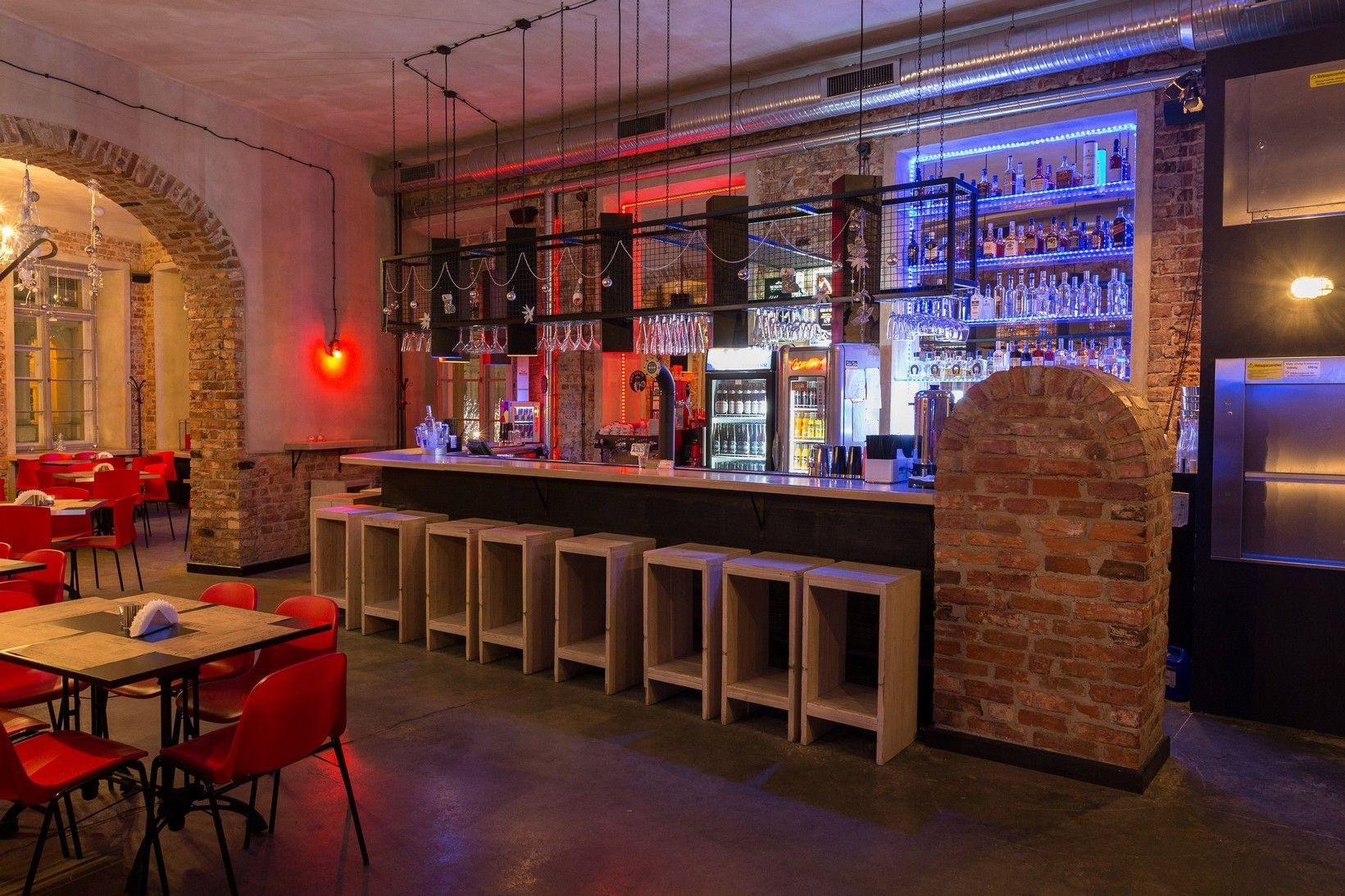 Warszawa Bar Amp Restauracja To Najlepszy Wybor Dla Wszystkich Spragnionych Dobrego Jedzenia I Dobrej Zabawy To Doskonala Lo Decor Home Decor Liquor Cabinet