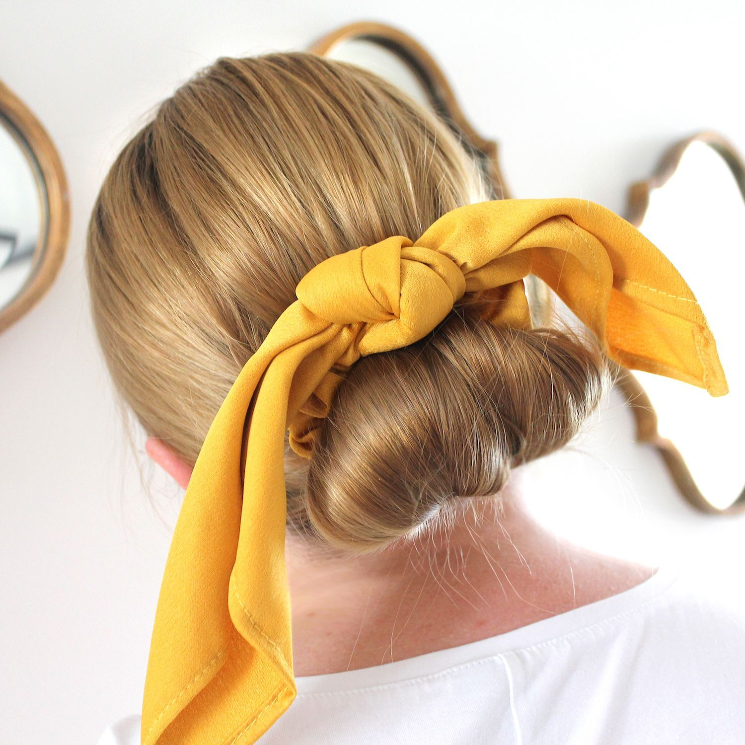 Loves A Good Bow Bow In Gold Hair In Beige Beige Hair