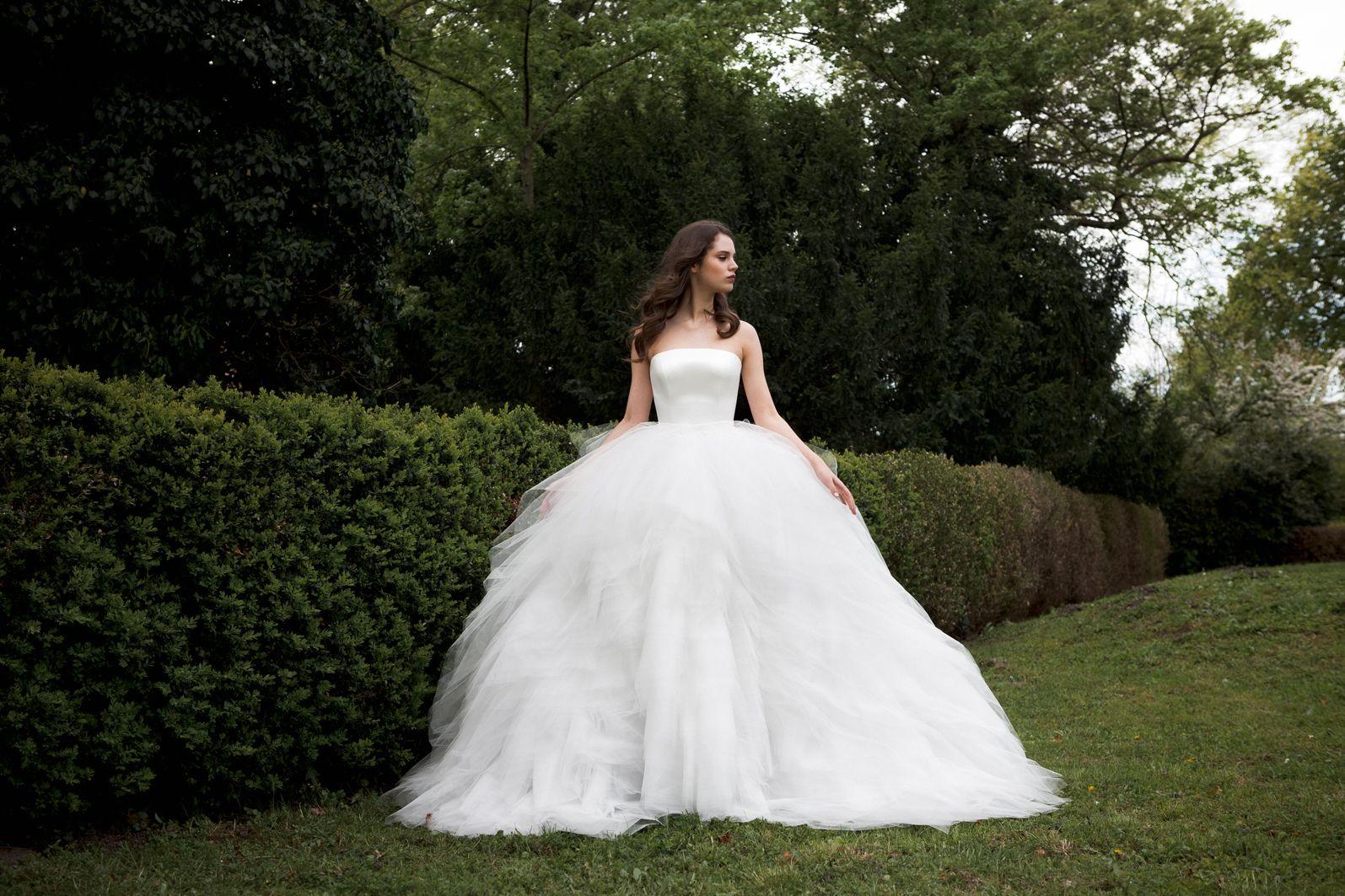 Cinderella inspired wedding dress  Daalarna  Menyassszonyi ruhák  SECRET    szépségek