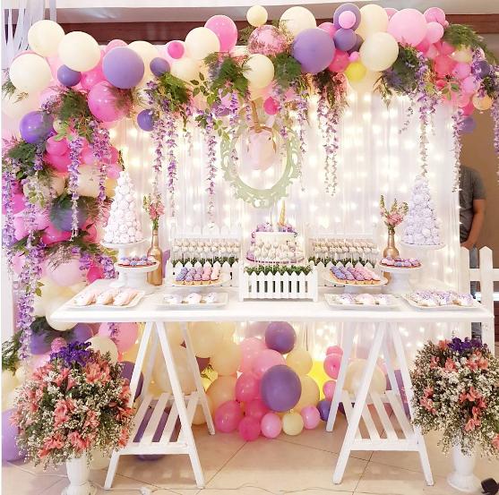 Decora tu fiesta con globos y flores muy elegante for Fiestas elegantes decoracion