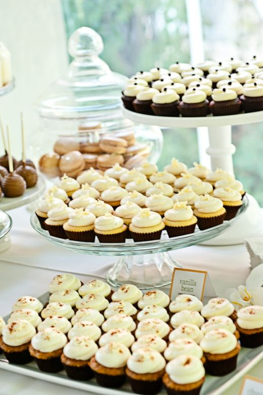 Cocoa and Fig dessert buffet table - Find peoples cake trays for ...