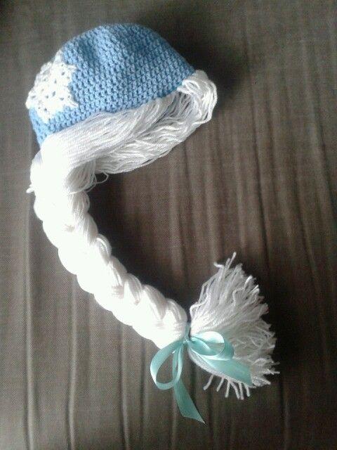 Elsa from frozen crochet hat. Gehaakte muts van elsa van frozen.