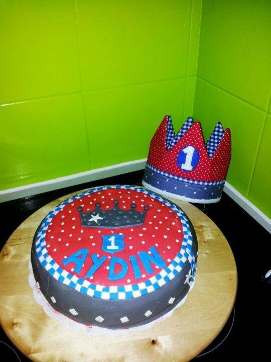 Verjaardagkroon en taart