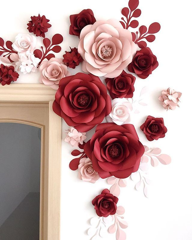 ✨This pretty cool idea of decorating the wall with paper flowers