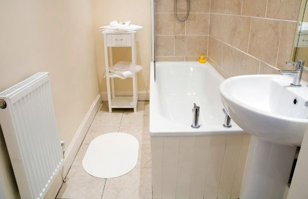 The Best Colors To Paint A Beige Tiled Bathroom Bathroom Color Schemes Colorful Bathroom Tile Bathroom Color