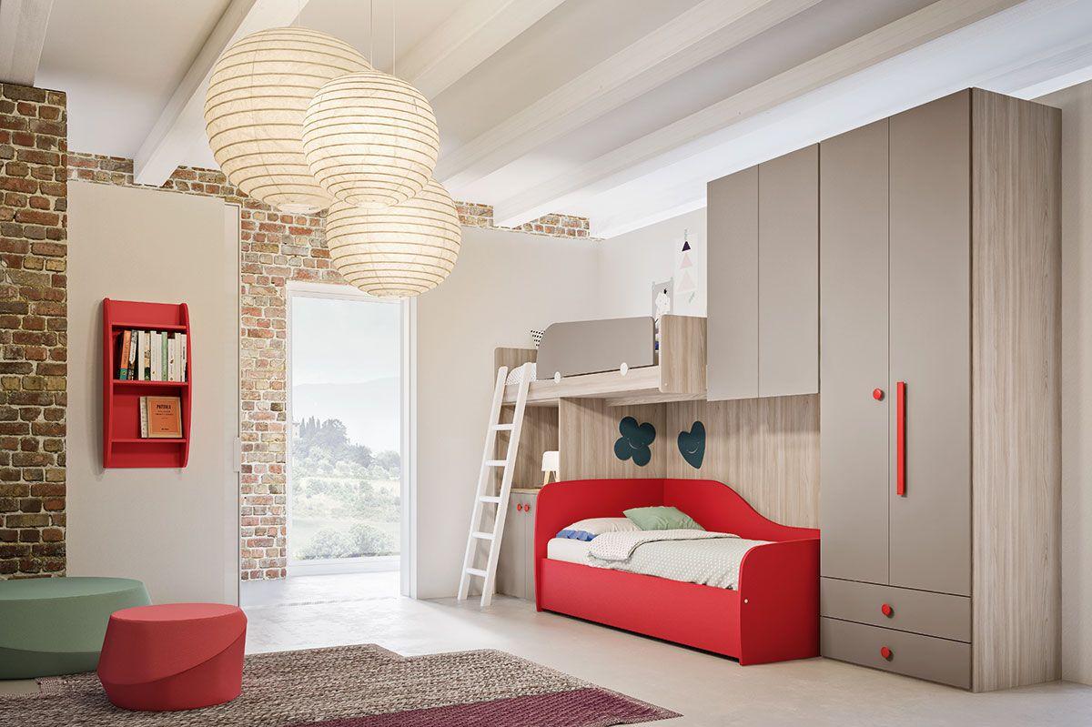 Camera per bambini con letto ad incasso e letto a castello ...